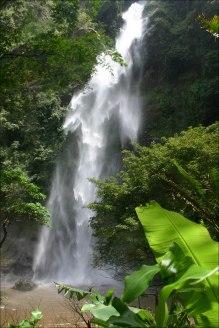 Oberer Wli Wasserfall - erreichbar durch eine tolle kleine Wanderung durch den gruenen Dschungel